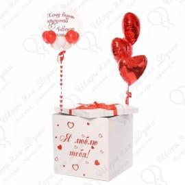 Коробка с наклейкой и шарами.